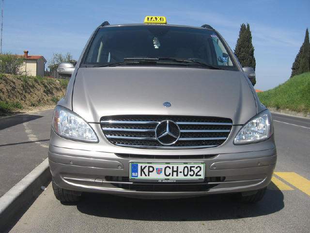 Mercedes VIANO 3,0 CDI Ambiente - Inside in beige leather, wood decor, double aircondition, electric gate, Automatic air suspension settings according to the weight, personal seats adjustment, (7 + 1)